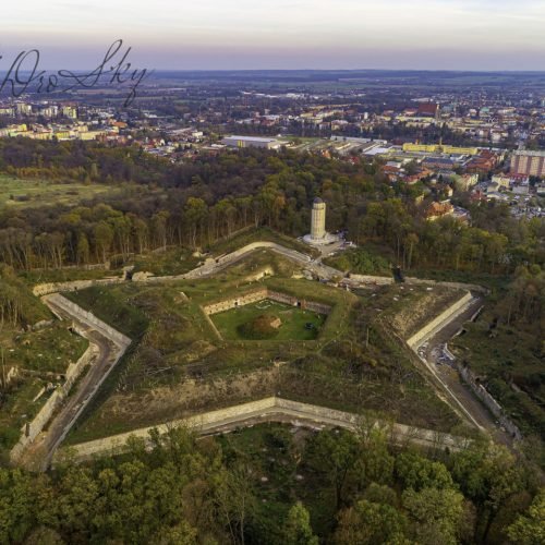 Fort Prusy z panoramą Nysy w tle