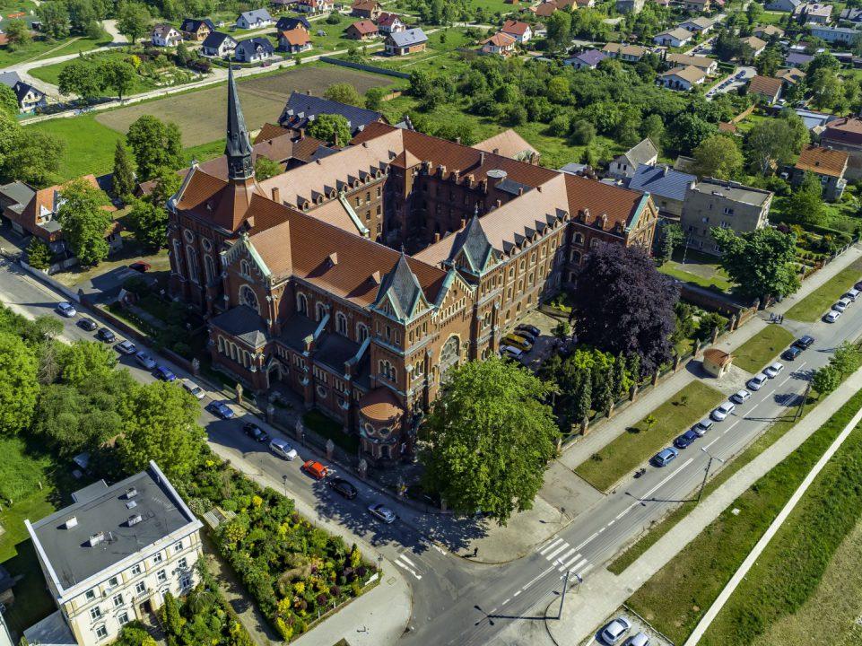 Fotografia Kościóła pw. św. Elżbiety w Nysie wykonana przez Fotografa z Nysy za pomocą drona
